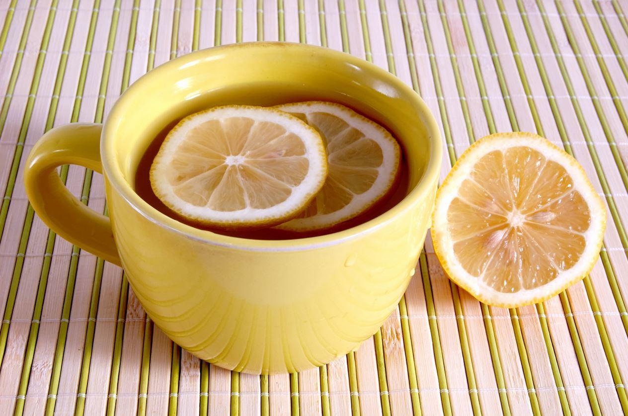 acqua calda e limone
